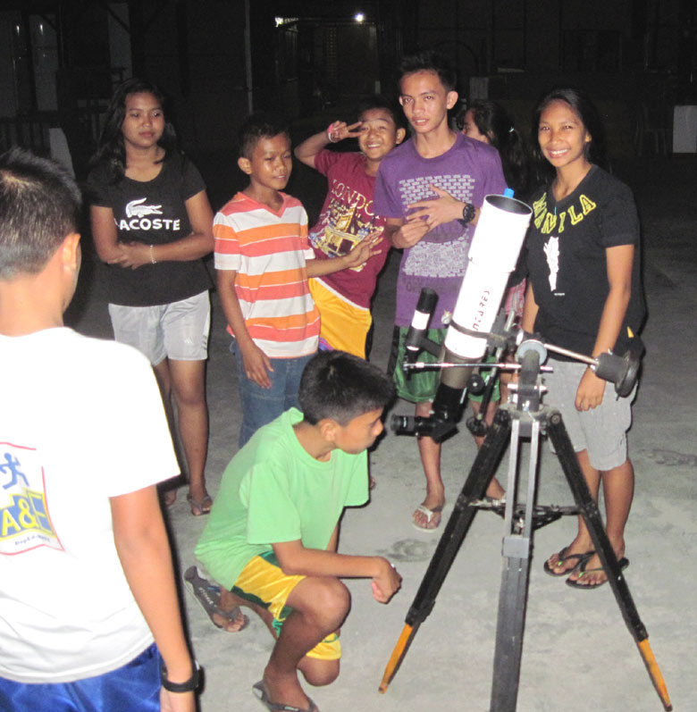kids-on-telescope