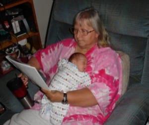 2-teaching_single_mom_and_helping_baby